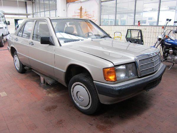 mercedes-benz-190-1989